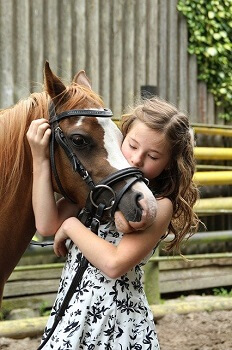 girl hugging a horse at Los Angeles equestrian
